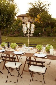 lovely outdoor dinner table setup