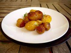 καραμελωμένες πατάτες φούρνου Easter Recipes, Pretzel Bites, Potato Recipes, Baked Potato, Sprouts, Potato Salad, Favorite Recipes, Bread, Baking