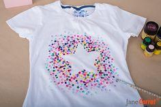 Wie Ihr ja bereits schon wißt, liebe ich Sterne. Also fiel die Auswahl der Form nicht besonders schwer! Man nehme ein T-Shirt, einen Bleistift mit Radierer, verschiedene Stoffmalfarben und los gehts. Denkt aber bitte daran, wenn Ihr ein neues Shirt … weiterlesen