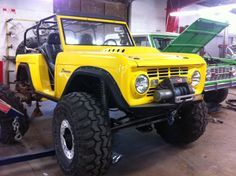 Yellow-Ford-Bronco-in-Austin
