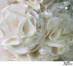 Broche Bridal Bouquet, ivoor bruids boeket, huwelijksbloemen boeket, bruids toebehoren, bruidsmeisjes e Bruids boeket van de broche is gemaakt met veel handgemaakte satijn bloemen en is versierd met crystal en parel broches en knoppen. Geweldig alternatief voor een aandenken bruids