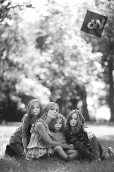 Mom and Daughters Great info about getting Sharp Images with Extremely Shallow Depth of Field by Audrey Woulard (a.a the depth of field/light master! Group Photography, Photography Lessons, Photoshop Photography, Photography Tutorials, Portrait Photography, Single Mom Photography, Toddler Photography, Landscape Photography, Family Posing