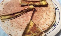 Tortilla's zijn zo veelzijdig. Je kunt er alle kanten mee uit. Op de verjaardag van mijn dochter serveerde ik deze als warm hapje. Maar ook goed als lunchgerecht.