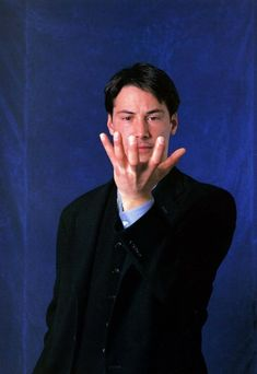 chuck spadina — by Hiroshi Homma 1991 Keanu Reeves Sandra Bullock, Keanu Reaves, The Boy Next Door, Keanu Charles Reeves, River Phoenix, Daddy Issues, Beautiful Creatures, Dads, Handsome