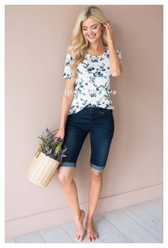 Jean Short Outfits, Modest Summer Outfits, Modest Shorts, Modest Summer Fashion, Summer Shorts Outfits, Outfit Summer, Bermuda Shorts Outfit, Denim Shorts Outfit, Bermuda Jeans