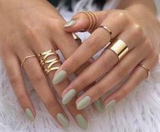 Unghie verdi decorate: tante foto e idee - Unhas Verdes De Stylish Nails, Trendy Nails, Cute Nails, Pretty Gel Nails, Minimalist Nails, Best Acrylic Nails, Acrylic Nail Designs, Acrylic Tips, Nagellack Design