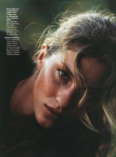 maquiagem // para realçar Mario Testino, Gisele Bundchen, Top Models, Fall Inspiration, Writing Inspiration, Character Inspiration, Elle Magazine, Famous Faces, Belle Photo