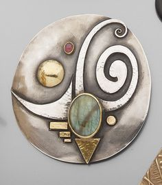 Brooch / Pendant   Linda Ladurner. Silver, gold, labradorite and semi precious pink stone