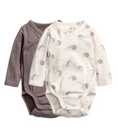 Natural white/Hedgehogs. CONSCIOUS. Wrapover bodysuits in soft organic cotton jersey with long sleeves and press-studs at the side and crotch.
