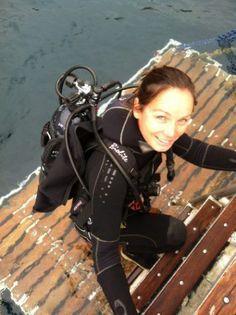 Scuba Pro Szilvia Gogh Shares Her Full-Body Stretch Women's Diving, Diving Suit, Scuba Diving Quotes, Best Scuba Diving, Scuba Diving Gear, Diving Lessons, Scuba Wetsuit, Diving, Lugares