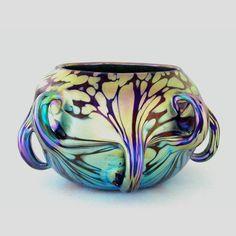 Vases – Home Decor : A Loetz vase with pulled handles -Read More – Antique Glass, Antique Art, Vintage Art, Art Nouveau, Vases, Modernisme, Blown Glass Art, Bohemian Art, Glass Design