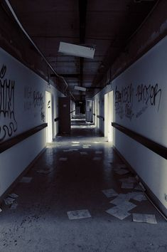 Image shared by Ανη. Find images and videos about grunge, aesthetic and dark on We Heart It - the app to get lost in what you love. Story Inspiration, Writing Inspiration, Anime Hospital, Apocalypse Aesthetic, Creepy, The Garden Of Words, Abandoned Places, The Walking Dead, Night Photography