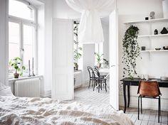 A magnificent white Swedish apartment