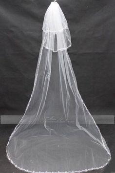 Stoff: Tüll Verzierung: Kante Farbe: Elfenbein Wie Wear: Kamm Schleier Schichten: Dreischichtig Länge: 3*1.2m Form: Kapellenschleier http://www.mein-traumkleid.com/tuell-dreischichtige-elegante-kapellen-brautschleier-mit-kamm-3-1-2m-mwwaa0571