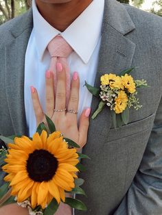 A lovely yellow sunflower wrist corsage and coordinating boutonniere. Prom Pictures Couples, Homecoming Pictures, Prom Couples, Prom Pics, Prom Corsage And Boutonniere, Wrist Corsage, Yellow Boutonniere, Boutonnieres, Prom Flowers