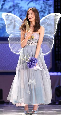 This outfit suits Yoona!                                                                                                                                                                                 More
