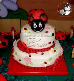 Ladybug cake all sugar paste
