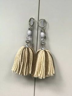 borlas decorativas !! ideal souvenirs y locales 10 unid. Crochet Crafts, Diy Crafts, Application Pattern, Diy Keychain, Etsy Business, Macrame, Tassels, Projects To Try, Drop Earrings