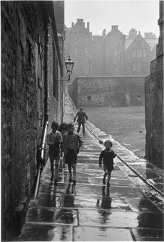 pinterest.com/fra411 #BlackAndWhite - Gisele Freund  Rue de la Pluie, Newcastle-on-Tyne, 1935