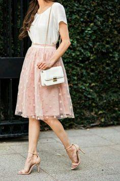 21 Stylish Ways to Wear Pink This Summer: Feminine Pink Skirt Outfit Pink Outfits, Mode Outfits, Modest Fashion, Fashion Dresses, Pink Fashion, Fashion Fashion, Dots Fashion, Vintage Fashion, Fashion Black