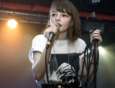 Lauren Mayberry more like mmmmm-berry idk