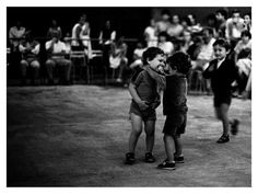 Art and Entertainment Sabine Weiss, Willy Ronis, Robert Doisneau, Arts And Entertainment, Cute Kids, Street Photography, Photographers, Entertaining, Black And White