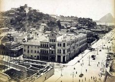 A recém inaugurada avenida Central, atual Rio Branco por volta de 1905. A esquerda, o morro do Castelo. Fonte: Biblioteca Nacional   https://www.facebook.com/Guarantiga/photos/a.490233921007939.115673.490210317676966/1022295297801796/?type=1&theater