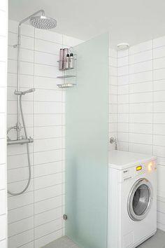 Maquina de lavar no banheiro  II