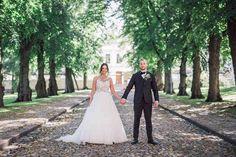 #wedding #weddingportrait #couple #portrait #photohoot Body M, Sans Serif, Wedding Portraits, Wedding Photography, Couples, Wedding Dresses, Fashion, Bride Dresses, Moda