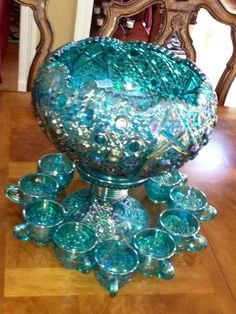 Vtg Green Iridescent Carnival Glass Harvest Grape Indiana punch bowl and cups Vintage Dishware, Antique Glassware, Vintage Dishes, Vintage Pyrex, Fenton Glassware, Glass Wall Lights, Glass Wall Art, Blue Carnival Glass, Punch Bowl Set