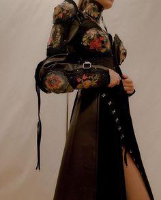 """look alexander mcqueen. ready to wear. Couture Mode, Couture Fashion, Runway Fashion, Womens Fashion, Fashion Details, Look Fashion, High Fashion, Fashion Design, Korean Fashion"