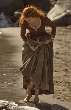 It's from a tv 📺 series from PBS called Poldark. It's from a tv 📺 series from PBS called Poldark. It's based in th - Demelza Poldark, Poses, Medieval Fantasy, Costume Design, Boho Gypsy, Character Inspiration, Character Ideas, Redheads, Ideias Fashion