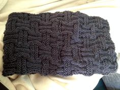 Scarf in braided pattern - free knitting instructions Knitting instructions for a warm and cozy braided scarf. This great pattern is always an eye-catche Free Sewing, Free Knitting, Free Crochet, Knit Crochet, Crochet Hats, Knitting Scarves, Crochet Stitches Patterns, Knitting Patterns, Ponchos