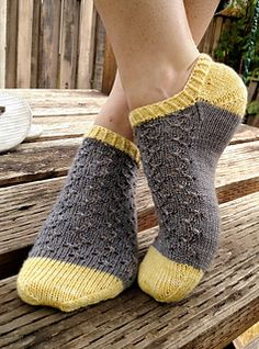 Ravelry: 129-18 Knitted ankle socks with lace pattern by DROPS design