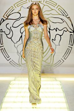 Versace Spring 2012 - Nicole Kidman wore that to a red carpet event, dont remember which. Versace Fashion, Couture Fashion, Runway Fashion, Fashion Trends, Love Fashion, High Fashion, Fashion Show, Fashion Design, Gala Dresses