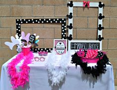 Don't Miss the 14 Most Stunning Pink Minnie Mouse Party Ideas! Minnie Mouse 1st Birthday, Minnie Mouse Baby Shower, Minnie Mouse Theme, Pink Minnie, Girls Birthday Party Themes, First Birthday Parties, Birthday Decorations, Girl Birthday, Birthday Ideas