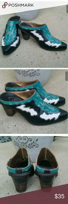 Women's Spring Step L' Artist Leather Mules Sz 8 Women's Spring Step L' Artist Leather Mules Shoes Style Fun Sz 8 .......WORN ONCE OR TWICE.....GREAT PREOWNED CONDITION. Spring step  Shoes Mules & Clogs