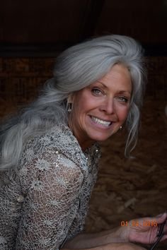 Kitty Carson… This is Growing Old…Let everything fall away until only Love R… - Modern Long Gray Hair, Grey Wig, Silver Grey Hair, White Hair, Going Gray Gracefully, Aging Gracefully, Pelo Color Plata, Silver Haired Beauties, Frontal Hairstyles