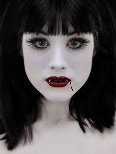 Check Out 20 Vampire Halloween Makeup To Inspire You. Vampire makeup can be a fun and easy costume to make and requires materials. Vampire Love, Gothic Vampire, Vampire Art, Vampire Girls, Kids Vampire Makeup, Dark Gothic, Gothic Art, Gothic Girls, Creative Makeup