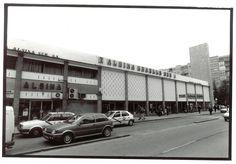 Para los nostálgicos, se ofrece un artículo publicado en el periódico Ideal de Granada sobre la antigua estación de autobuses de Alsina. Es bastante ilustrativo, interesante y completo, acompañado … Granada, Street View, Bus Station, Parking Lot, Antique Photos, Monuments, Scenery, History, Fotografia