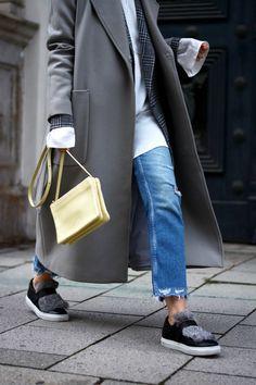 offwhiteswan-swantje-soemmer-grey-long-coat-editedthelabel-fur-sneakers-basket-kennelschmenger