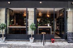 Frenchie To Go, 9 rue du Nil Paris 75002 Restaurants In Paris, Restaurant Paris, Restaurant Exterior, Homemade Ginger Beer, Facade Design, Terrace Design, Exterior Design, Cafe Interior, Cafe Bar