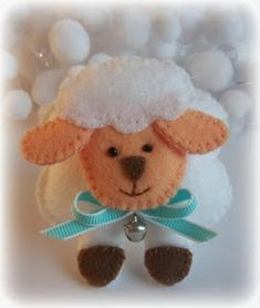 Cute sheep--idea for Grey's advent calendar Sheep Crafts, Baby Crafts, Felt Crafts, Easter Crafts, Felt Christmas Decorations, Felt Christmas Ornaments, Christmas Crafts, Fleece Crafts, Felt Baby
