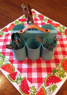 Can Caddy - followed instructions from another pinner - http://www.pinterest.com/pin/20477373280225425/