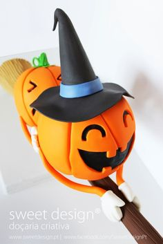 Chocolat Halloween, Halloween Clay, Halloween Cakes, Cute Halloween, Witch Cake, Cake Structure, Star Cupcakes, Gravity Defying Cake, Biscuits