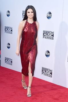 From Selena Gomez to Zendaya, the Very Best Dresses From the AMA Red Carpet Best-Dressed At The 2015 American Music Awards Selena Gomez Age, Selena Gomez Movies, Selena Gomez Red Carpet, Selena Gomez Dress, Estilo Selena Gomez, Selena Gomez Style, Selena Gomez Amas 2015, Selena Selena, Alex Russo