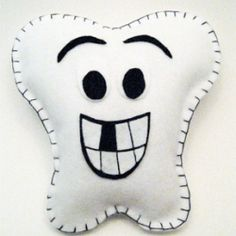 Jany Claire: Toothfairy pillow, or a cute tooth pillow for the dental friends you may now. Tooth Pillow, Tooth Fairy Pillow, Easy Craft Projects, Easy Crafts, Crafts For Kids, Sewing Crafts, Sewing Projects, Cute Tooth, Pillow Tutorial
