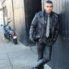 NSFW Leathercop into agressive police work and all aspescts of secret police activity. Leather Jacket Outfits, Men's Leather Jacket, Leather Jeans, Leather Gloves, Motorcycle Leather, Biker Leather, Black Leather, Gay, Hot Boys