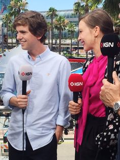 The stunning Vera Farmiga and dashing Freddie Highmore hanging out with Norman Bates, Bates Motel Cast, Freddie Highmore Bates Motel, Good Doctor Series, Gal 3, Vera Farmiga, Beautiful Blue Eyes, Alice Cooper, Claire Holt