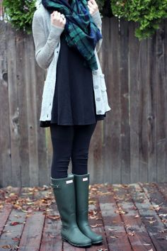 Superior Casual Fall Outfits You Need to The police officer This Weekend. Get motivated with these. casual fall outfits for women over 40 Plaid Outfits, Casual Outfits, Cute Outfits, Fall Winter Outfits, Autumn Winter Fashion, Rainy Day Outfit For Fall, Rainy Outfit, Winter Style, Outfit Vestidos